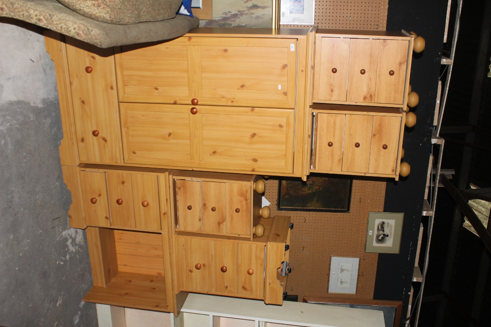 A modern pine effect six piece bedroom s - Image 2 of 2