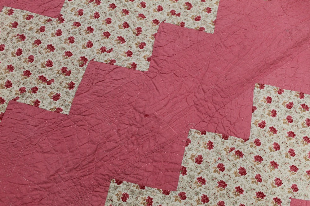 A Victorian style machine stitched quilt - Image 6 of 7