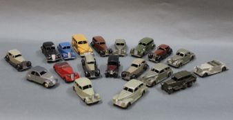 A group of 19 Dinky diecast models of American,