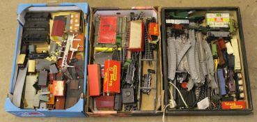 A group lot of 00 Gauge, comprising Tri-ang, Hornby Dublo, and Hornby, to include railway buildings,