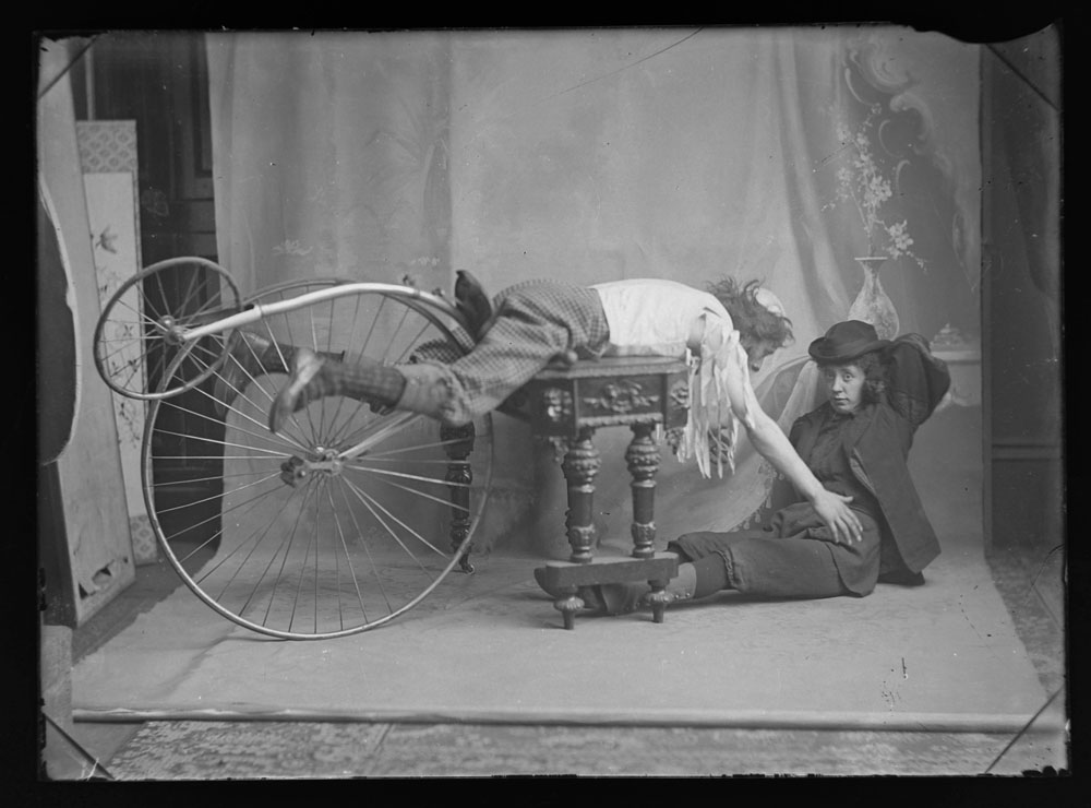 Early 20th century photographic glass half and full plates, depicting vintage cars on tour, - Image 10 of 10