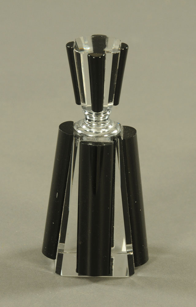 An Art Deco style faceted glass scent bottle. Height 15 cm.