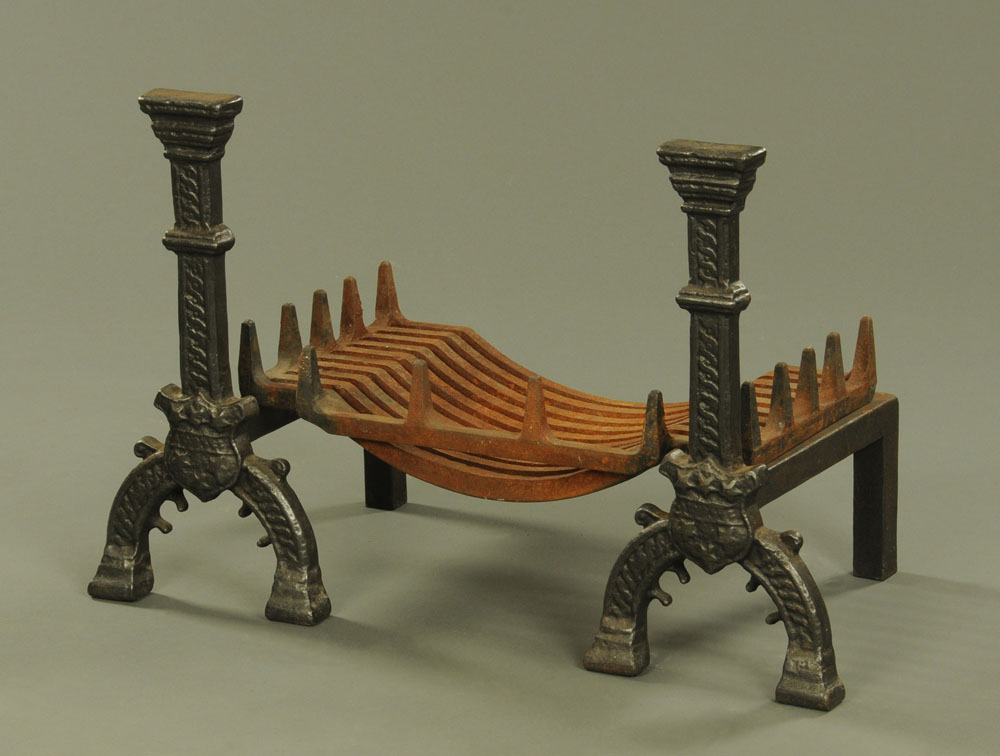 A pair of cast iron fire dogs, with grate. Firedog height 56 cm, grate width 61 cm.