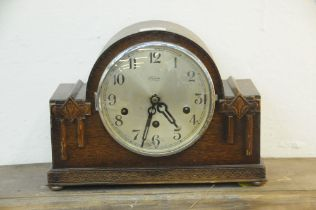 Early 20th century oak mantle clock