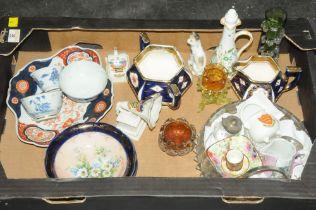 Box of decorative plates, oriental tea bowls, crested ware,