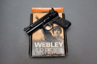 * The Webley & Scott Ltd Junior Mark 2 cal 177 air pistol, marked to the front 572, with box.