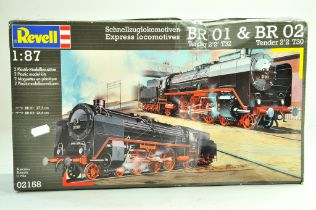 Revell plastic model kit comprising 1/87 BR01 and BR02 Locomotive Tender duo, complete with box.