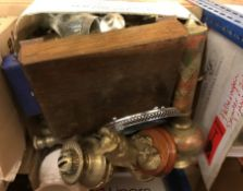 A box of metalwares to included brass candlesticks, a brass owl ornament, oil lamp etc.