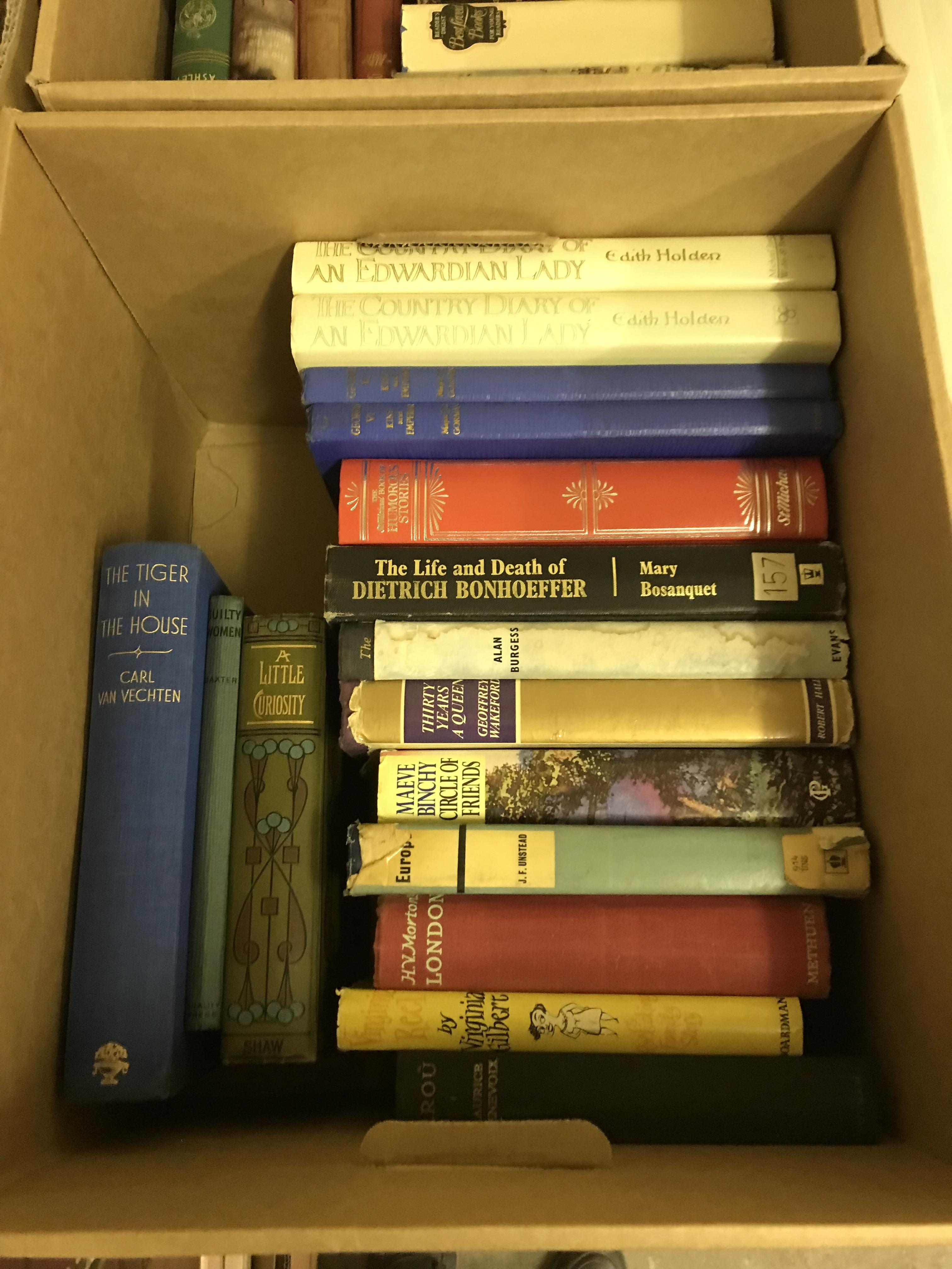 Eleven boxes of assorted books, mainly novels or historical subjects - Image 3 of 11