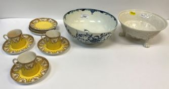 """An 18th Century Worcester blue and white """"Peony"""" pattern bowl, bearing underglazed blue """"W"""" mark"""
