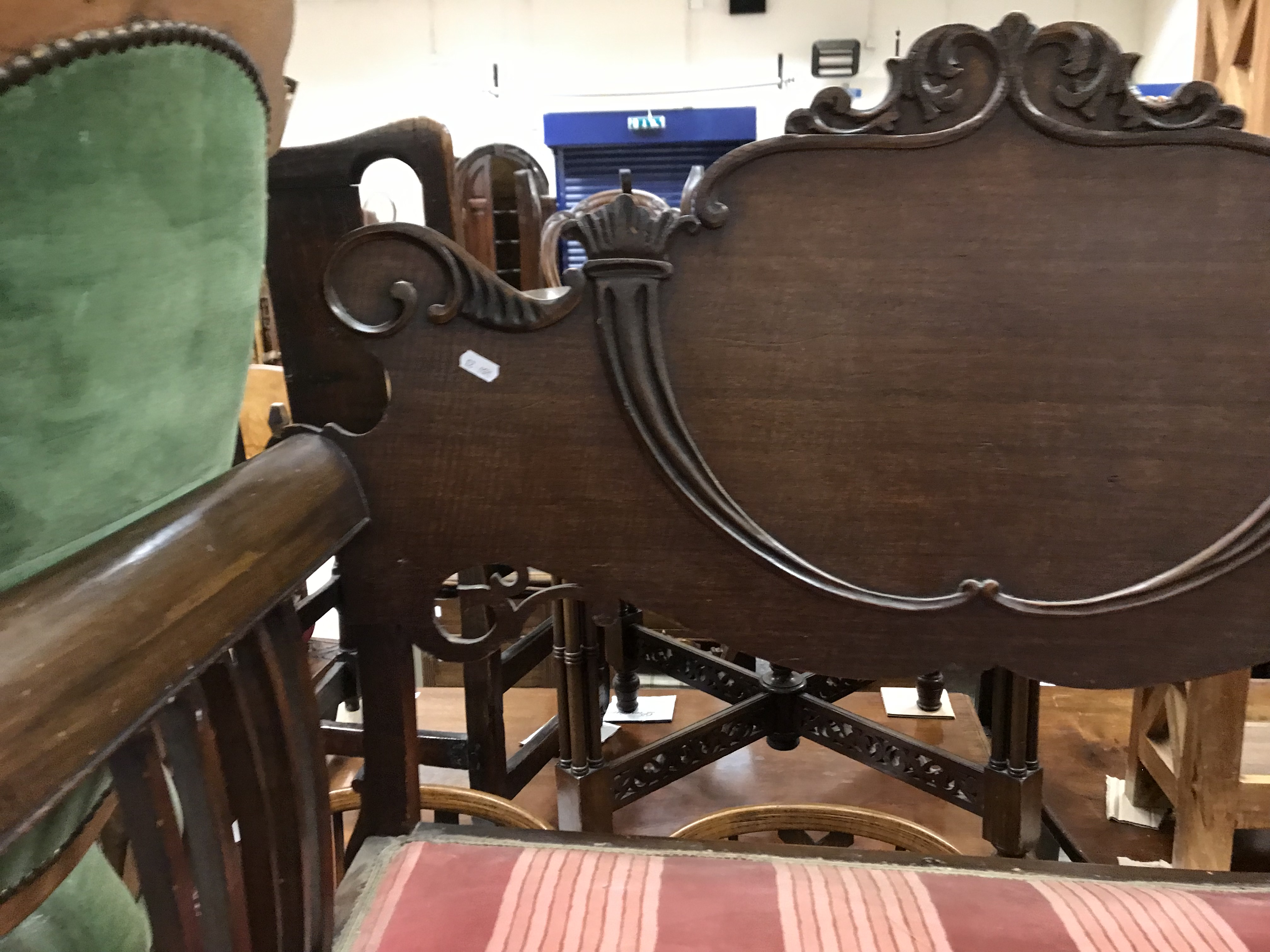 An Edwardian mahogany framed two seat salon settee with applied carved decoration, 92 cm wide x 45 - Image 5 of 22
