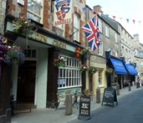 Pubs past and present - Cirencester town walk for up to five people,
