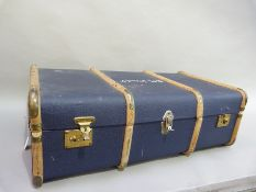 A blue trunk with wood ribbing by Overpond, with D.M. Daniels to the lid, 92cm wide x 51cm deep x