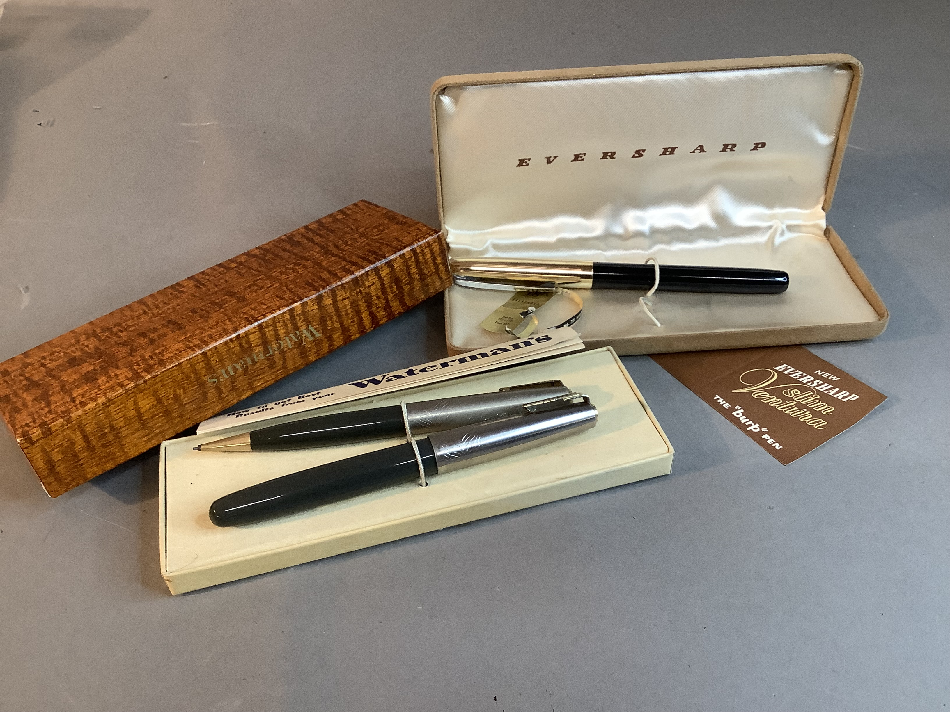 A Watermans ideal fountain pen and propelling pencil set, grey with silver coloured top, in original