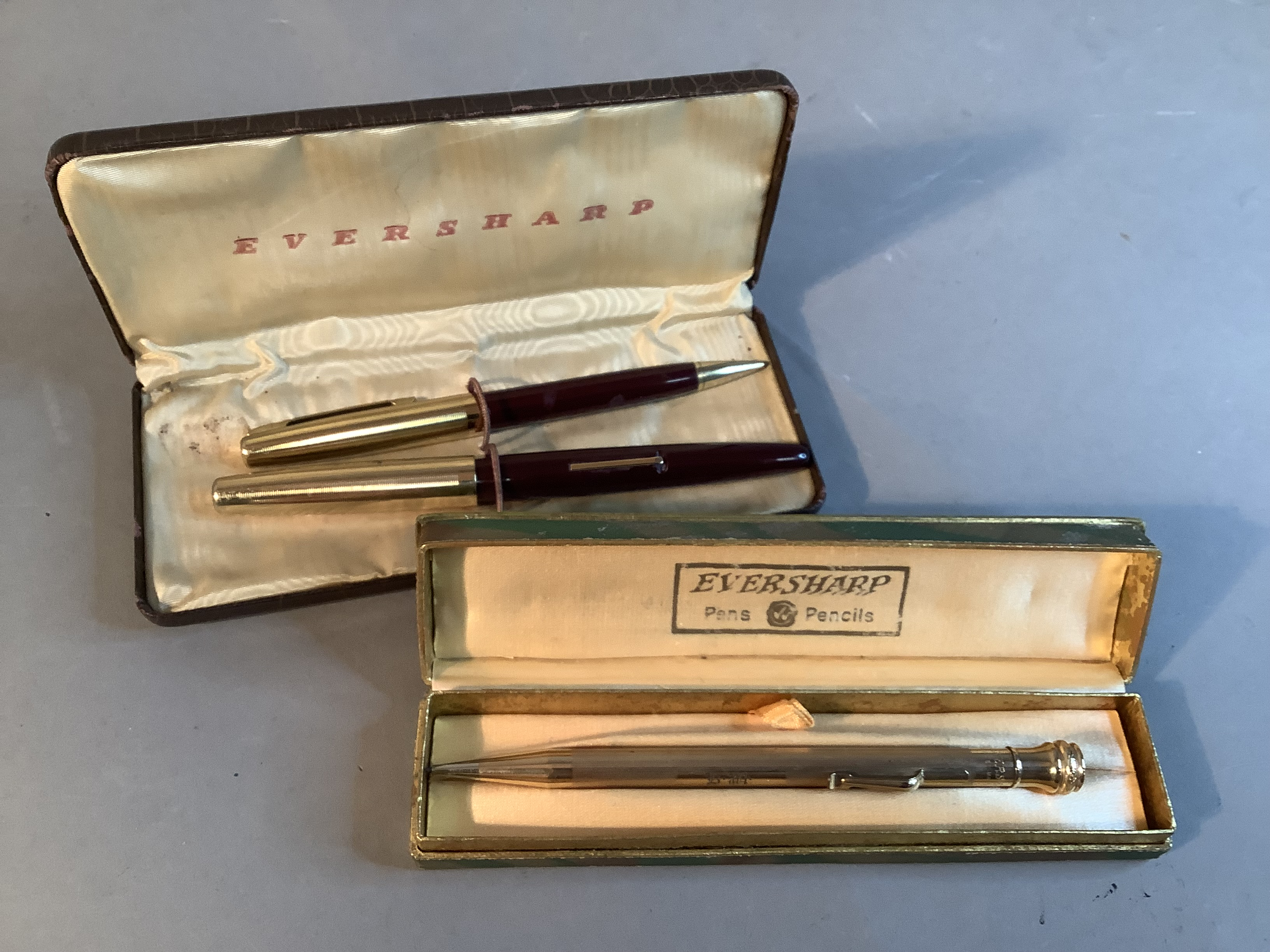An Eversharp fountain pen and propelling pencil set, deep burgundy with gilt metal top, lever