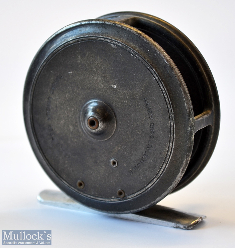 """Hardy Bros Alnwick The Uniqua 3 1/8"""" alloy trout fly reel c1920 – smooth alloy foot, single fixed - Image 2 of 2"""