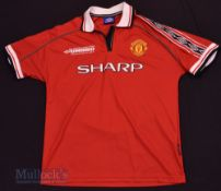 1998/00 Manchester United Home football shirt size L, Umbro, in red and white, short sleeve, with