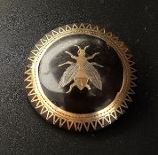 GOLD SILVER AND TORTOISESHELL BROOCH the circular tortoiseshell brooch with central inlaid gold