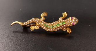 UNUSUAL GEM AND SEED PEARL SET LIZARD BROOCH with green gemstones and seed pearls to the body and