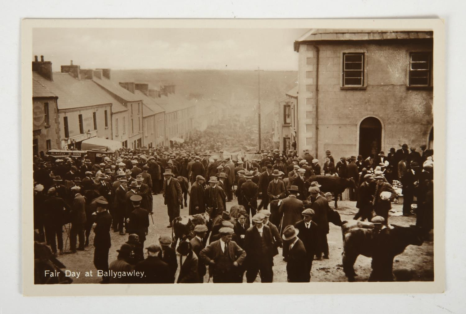 1916 Rising and aftermath. A collection of 15 1916 Rising postcards, including six attractively - Image 3 of 4