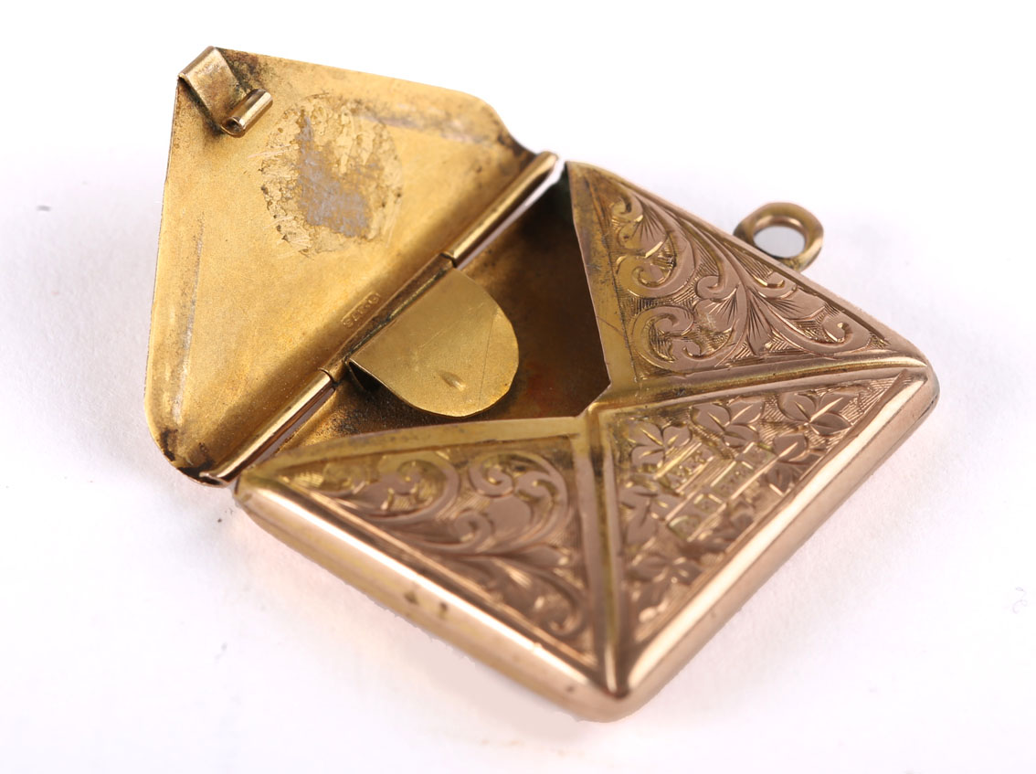 An Edwardian gold, envelope-shaped stamp case by Albert Ernest Jenkins, the front engraved with - Image 2 of 2