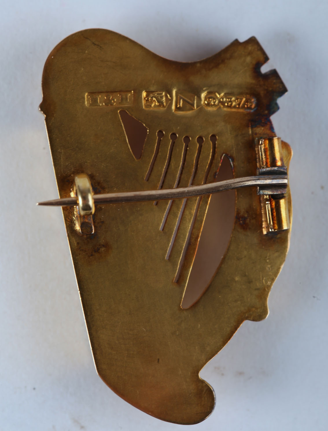 A Victorian Irish gold harp brooch by Hopkins & Hopkins, Dublin, modelled on the Trinity College - Image 2 of 2