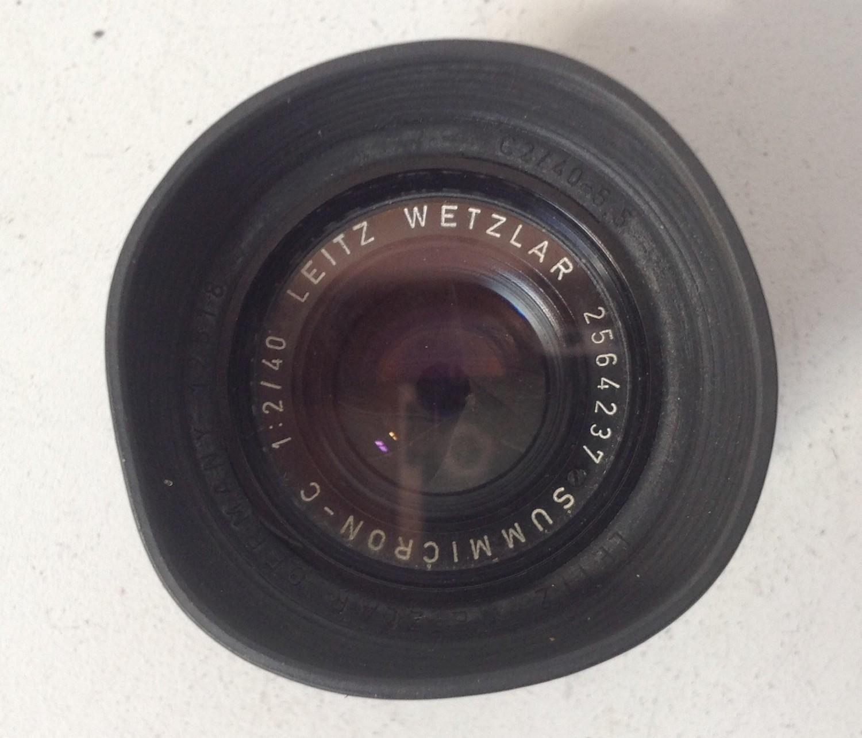 A Leica Summicron-C 1:2/40 bayonet mount lens 40mm F2 'Leitz Wetzlar 2564237'