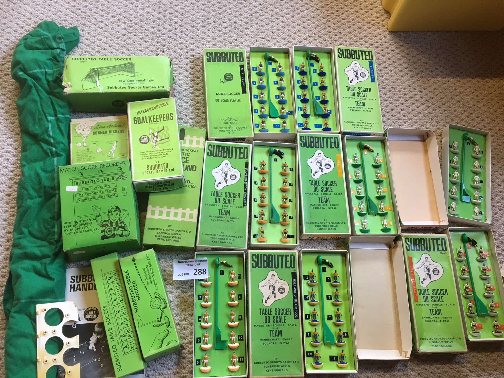 Diecast : Subbuteo - nice collection of accessorie - Image 3 of 3