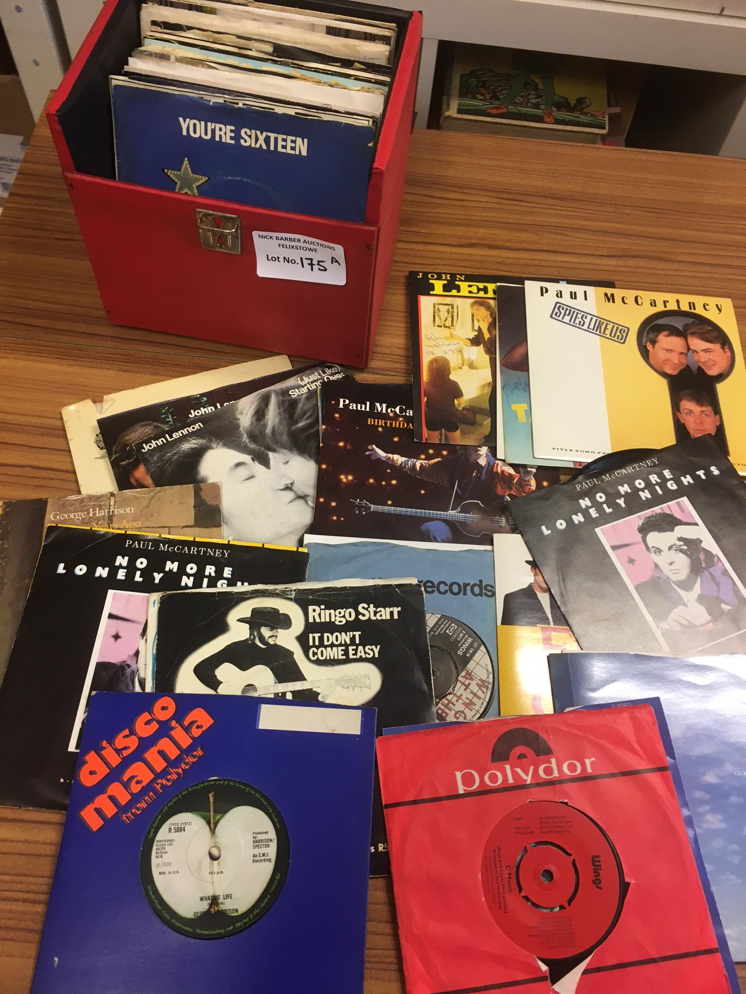 Records : Case of 40+ Beatles related singles - Le