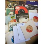"""Records : QUEEN 35 x 7"""" singles bundle several pic"""