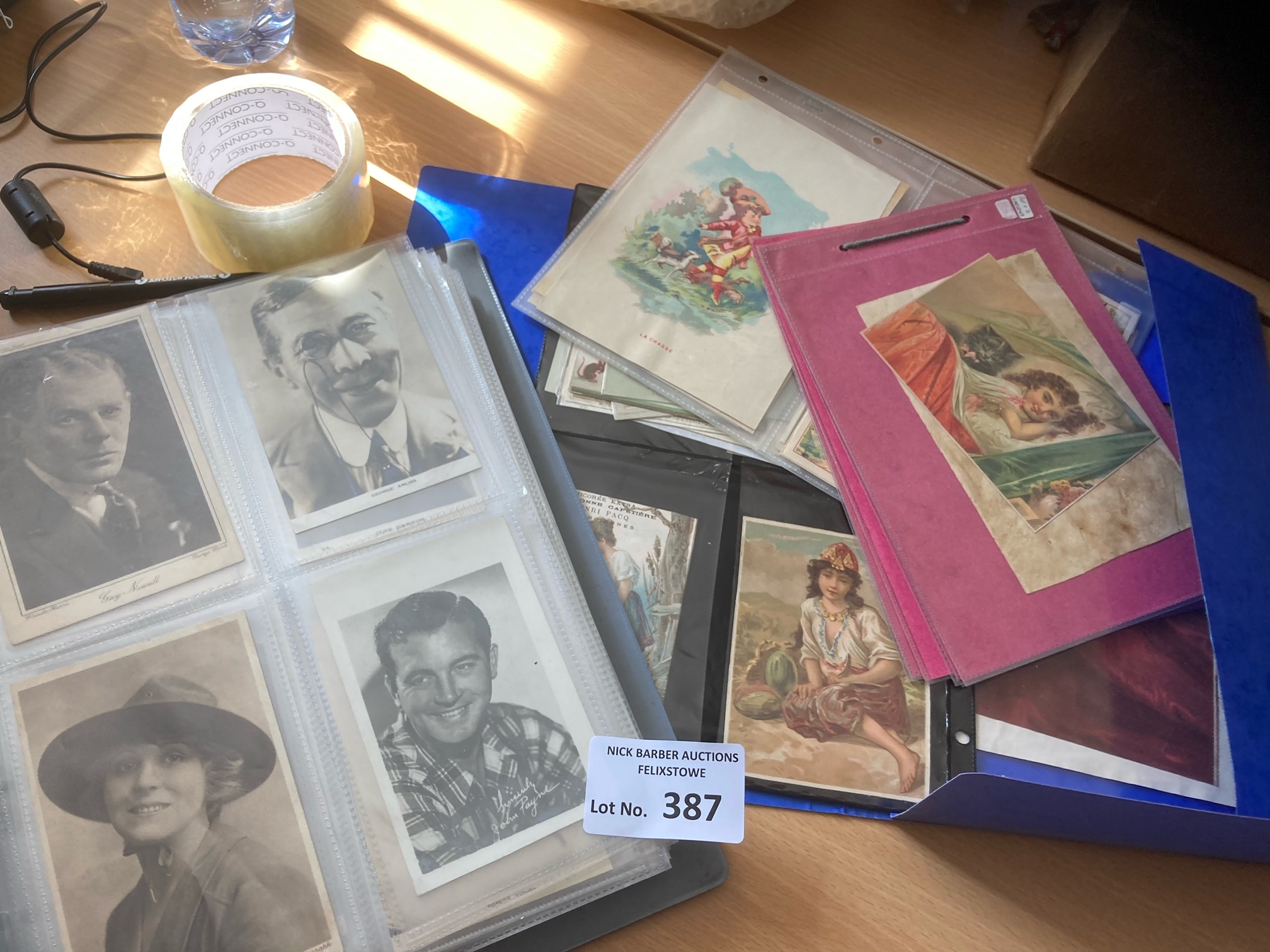 Postcards : A folder of 100 film stars stage/scree - Image 2 of 2