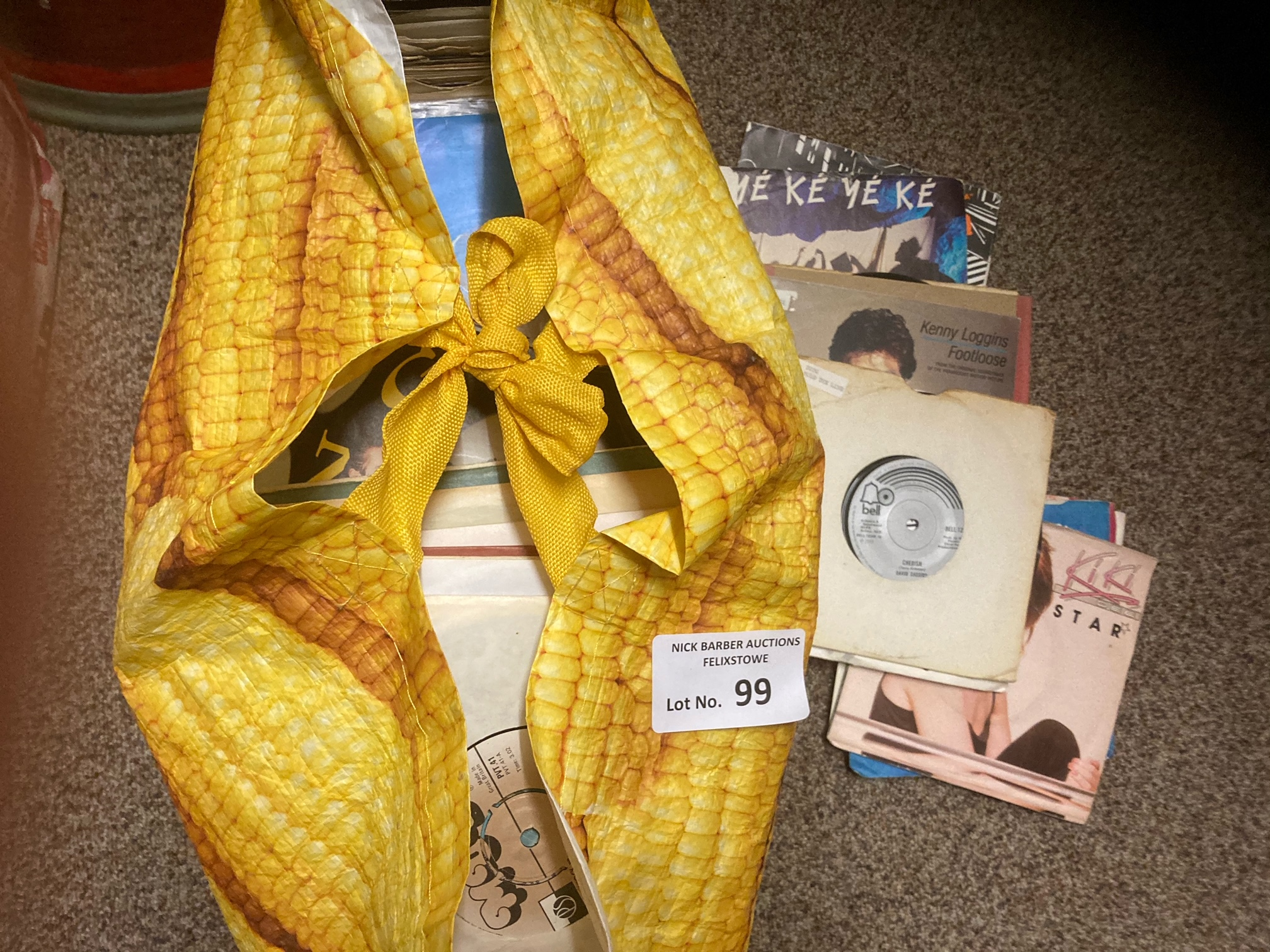 """Records : Large bag of mixed 7"""" singles x250 inc"""