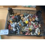 Diecast : A small box of plastic animals old/new a
