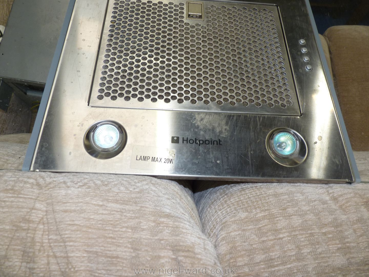 """A """"Hotpoint"""" cooker hood. - Image 3 of 4"""