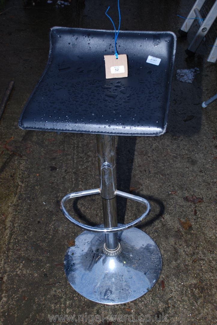 Chrome based rise and fall stool
