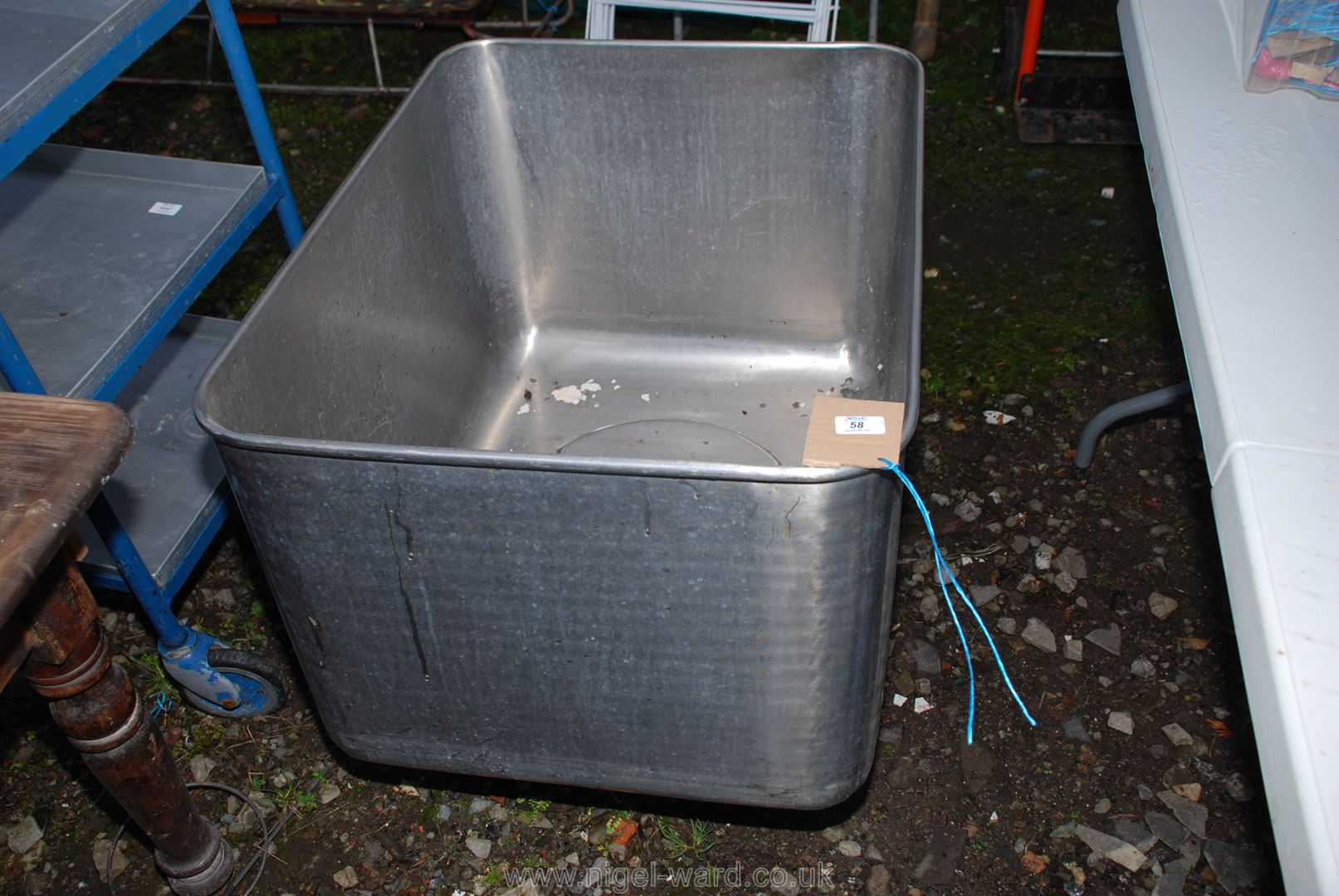 Stainless steel wash tub on wheels