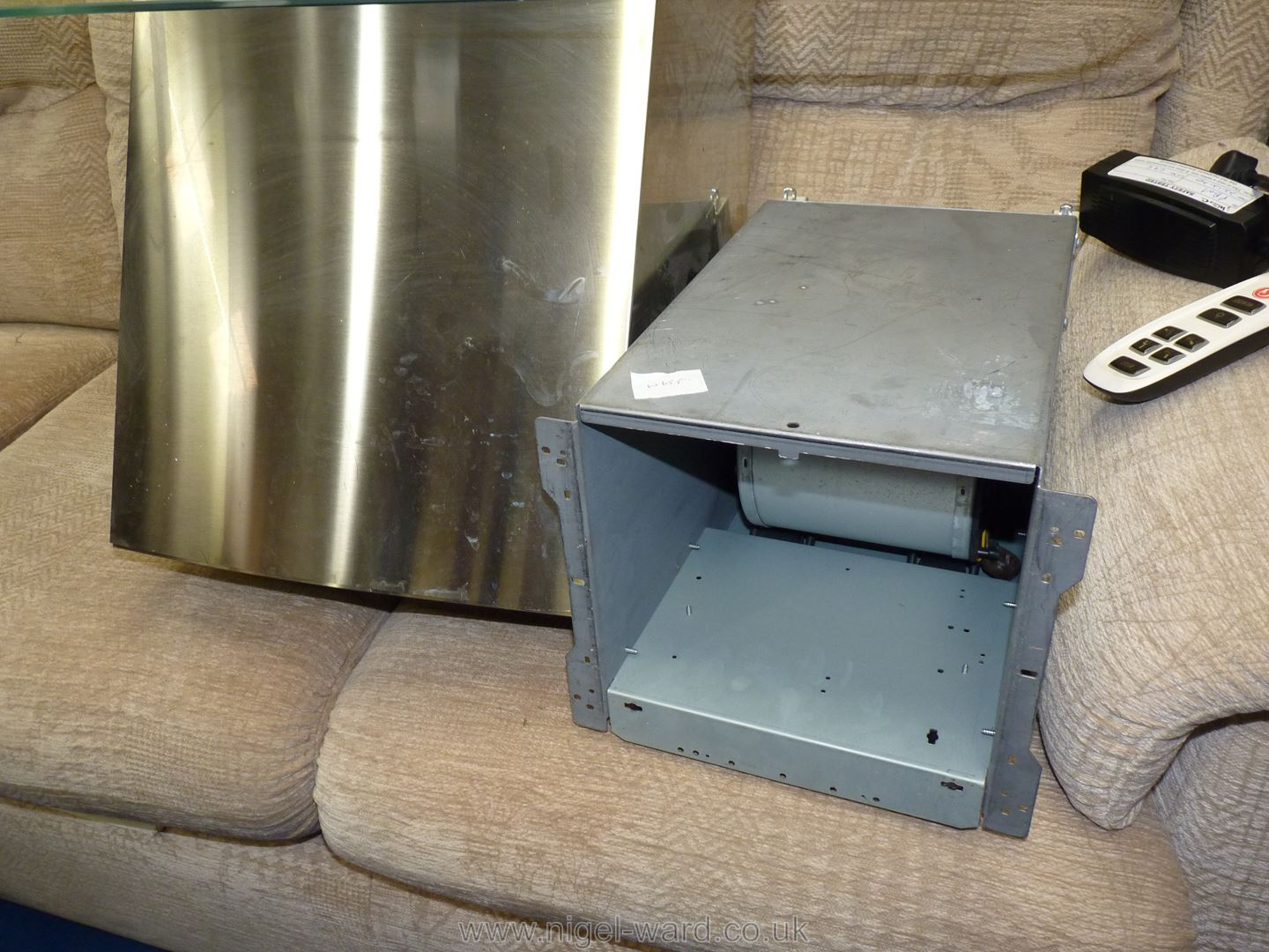 """A """"Hotpoint"""" cooker hood. - Image 4 of 4"""