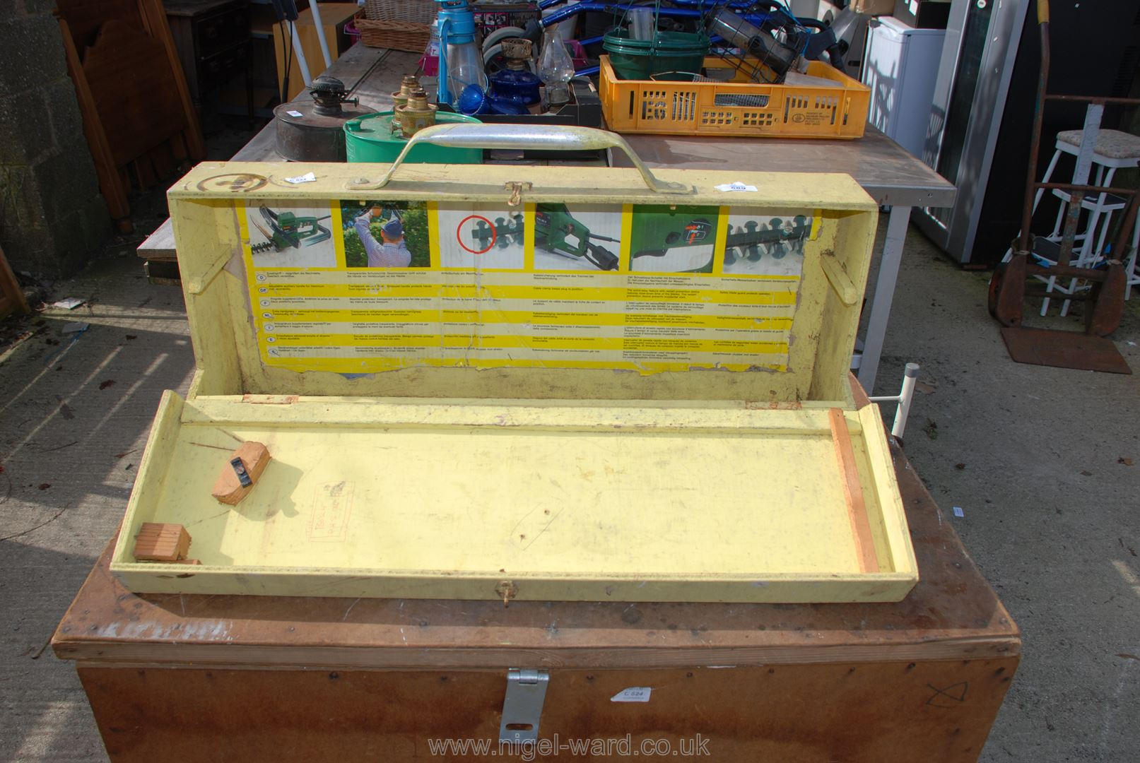 Carpenter's wooden toolbox - Image 2 of 2