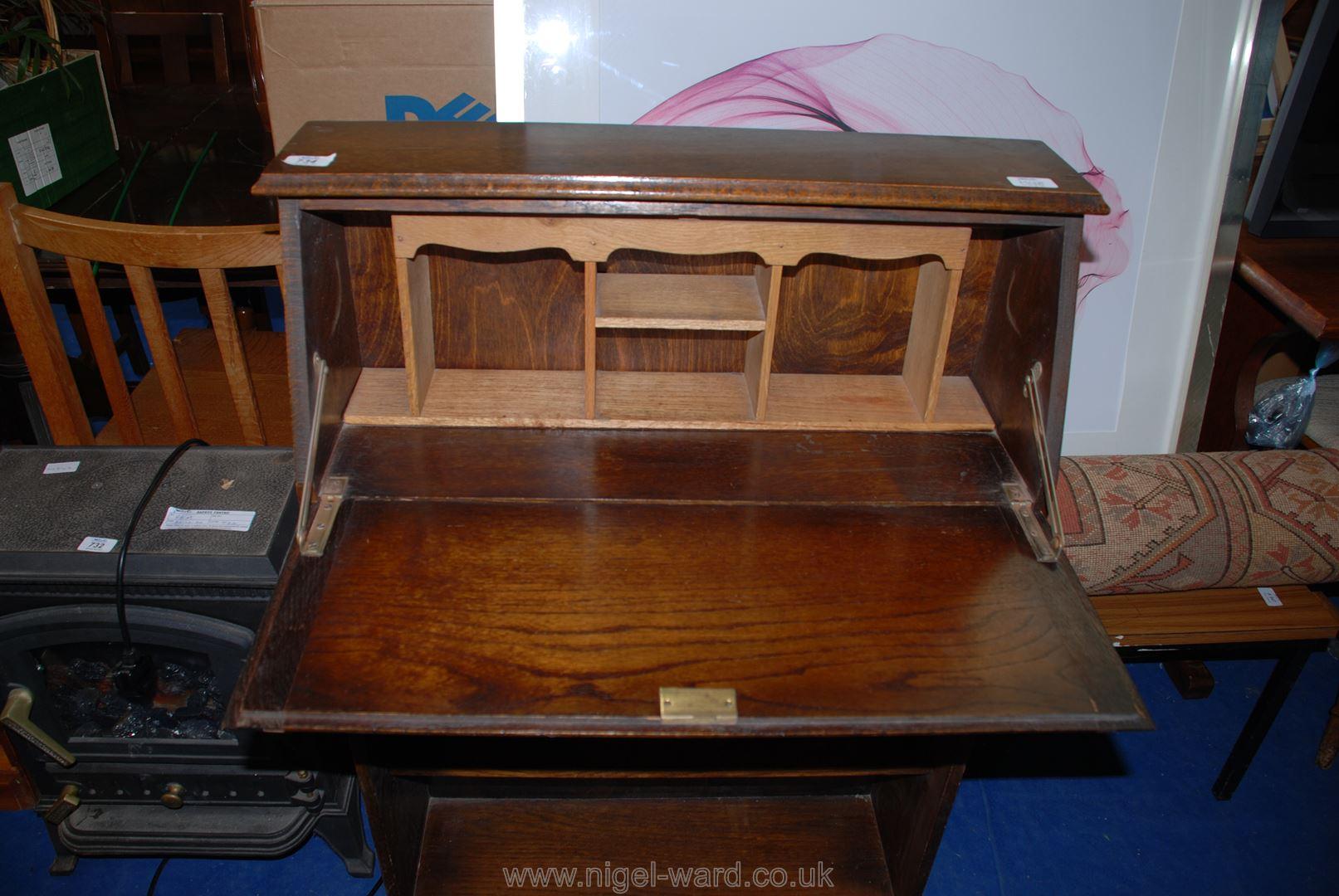 A Desk - Image 2 of 2