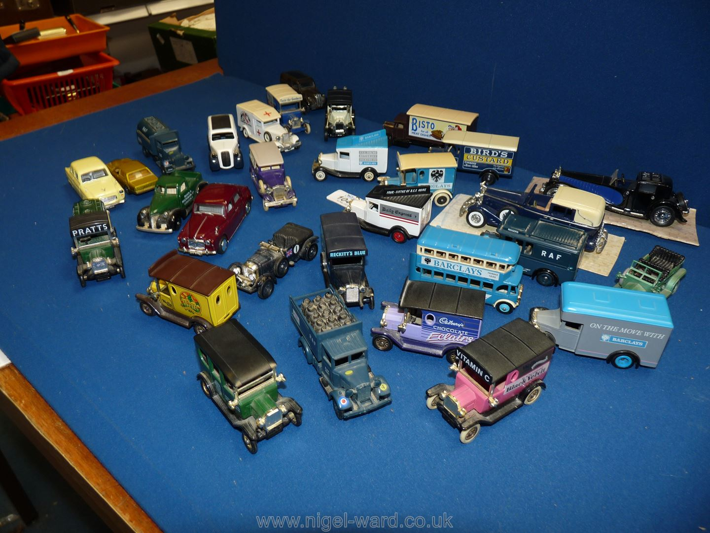 A collection of 30 model vehicles, mainly trucks and vans including Corgi, Matchbox, - Image 2 of 2