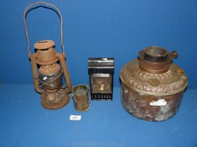 A railway carriage lamp, a railway storm lamp (distressed), oil lamp base, etc.