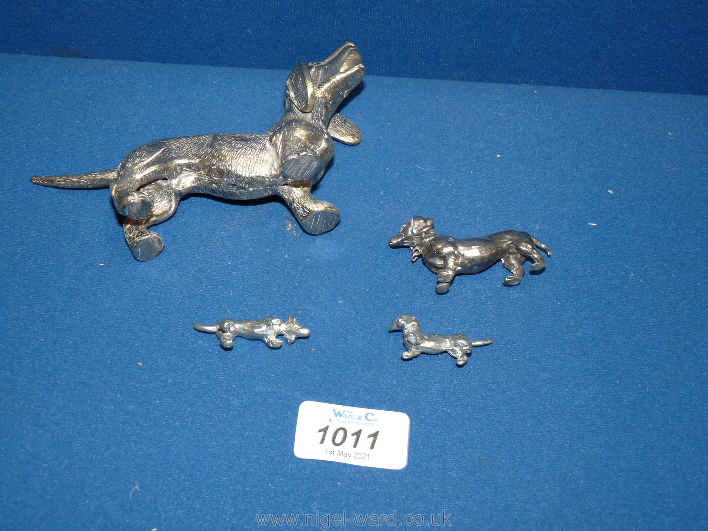 A family of white metal Dachshund ornaments plus one larger Dachshund. - Image 2 of 2