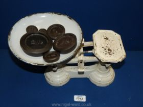 A white painted metal weighing Scales and six weights: 1 oz, 2 oz, 4 oz, 8 oz, 1lb, and 2 lb,