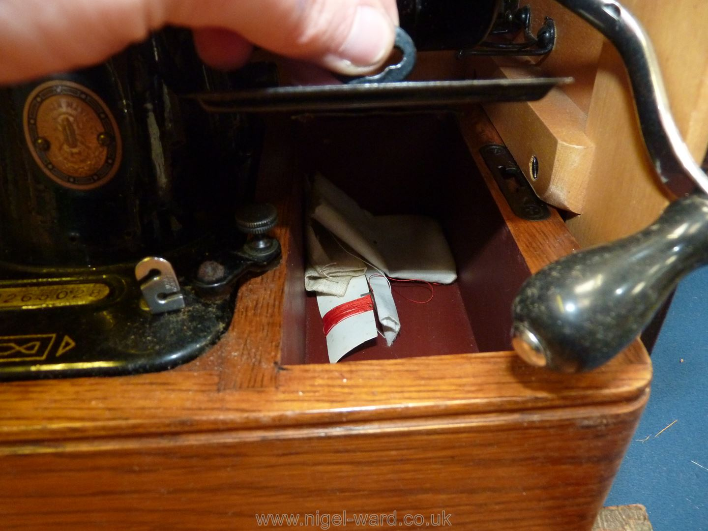 A hand turn, cased Singer sewing machine, No. EJ265028, working, good condition. - Image 3 of 4