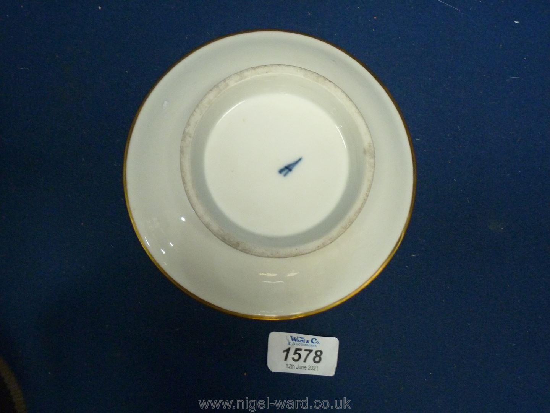 A fine Paris porcelain stand, la Courtille, late 18th early 19th c. - Image 4 of 4