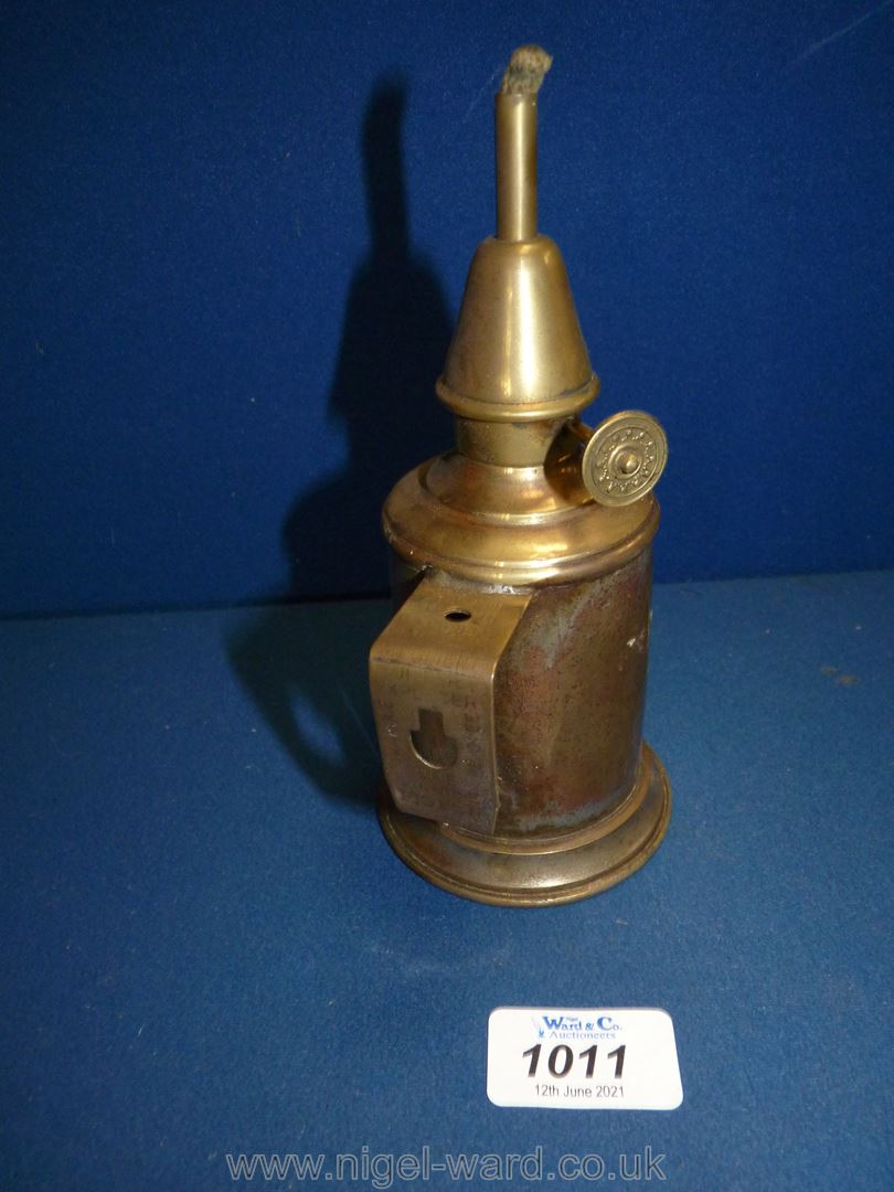 """A small brass pigeon lamp, 7"""" tall. - Image 2 of 2"""