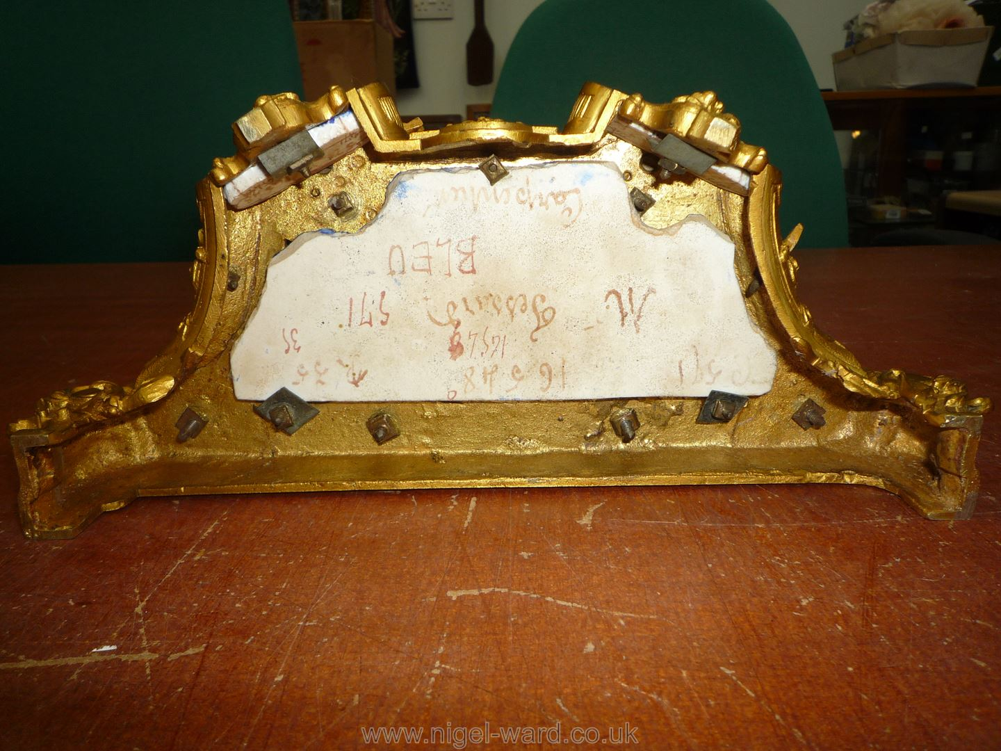 An exceptionally attractive French Ormolu and porcelain mantle Clock the two-train movement by - Image 14 of 35