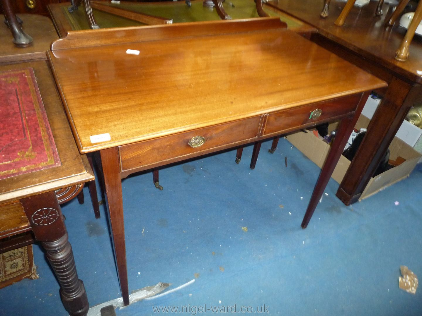 An Edwardian Mahogany side Table standing on tapering square legs and having a 2'' upstand and two - Image 3 of 3