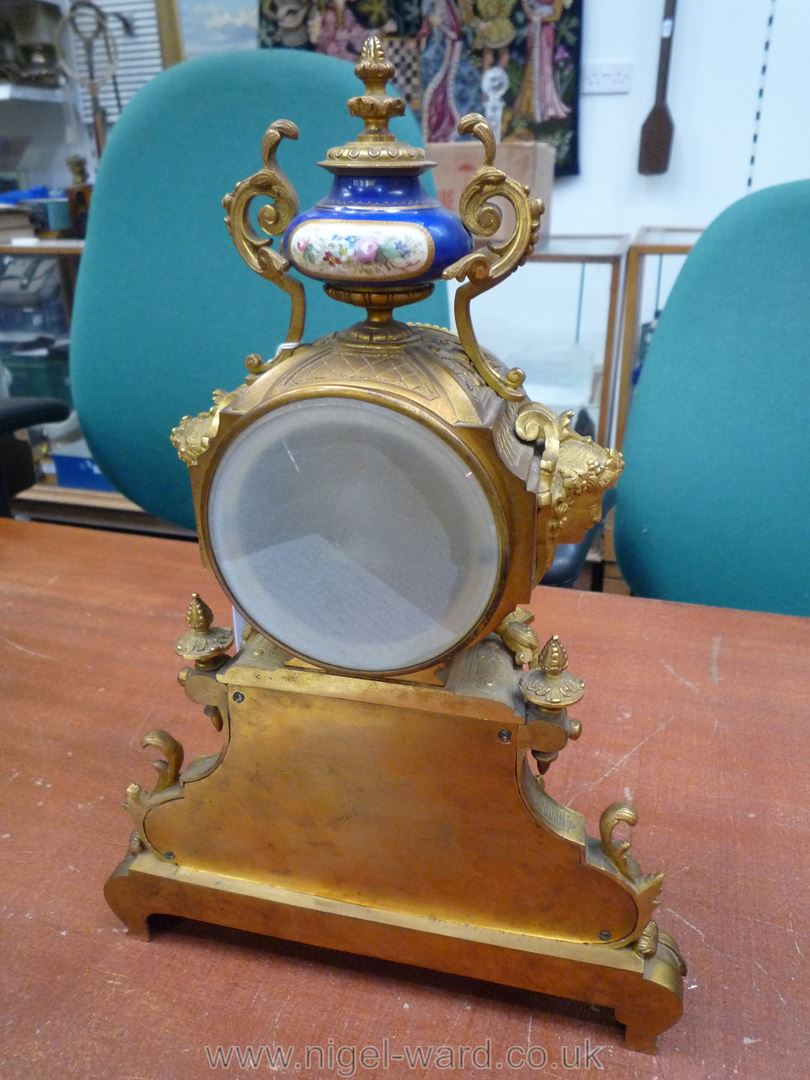 An exceptionally attractive French Ormolu and porcelain mantle Clock the two-train movement by - Image 19 of 35