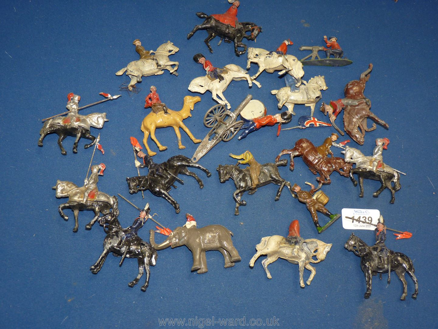 A box of well played with 1920's lead soldiers, - Image 2 of 2